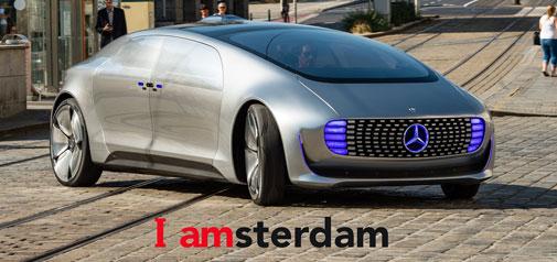 Futuristische Mercedes F 015 even in Amsterdam