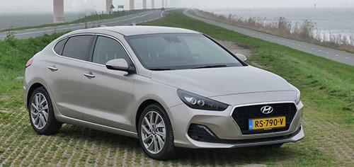Rijden met Hyundai i30 1.0 Fastback