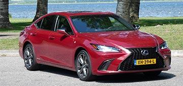 Rijden met Lexus ES 300h F Sport Premium
